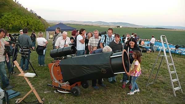 Das größge Teleskop auf dem Beobachtungsfeld