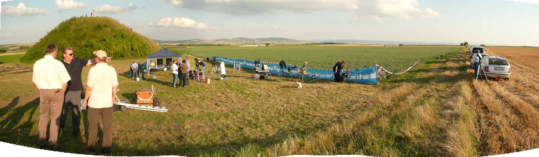 Aufbau: Panoramablick über das Gelände