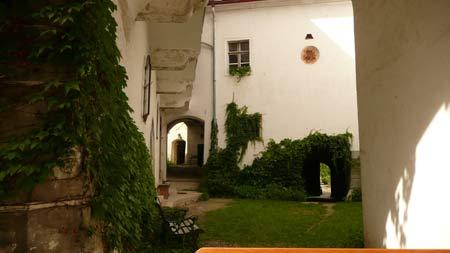 Innenhof von Schloss Albrechtsberg; Credit: Nox